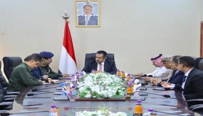 """رئيس الوزراء: اقتحام الوزارات في عدن """"محاولة بائسة"""" لإفشال اتفاق الرياض"""