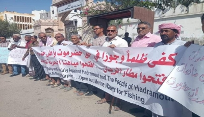 """محافظ حضرموت يهدد باستخدام """"القوة"""" ضد الوقفة الاحتجاجية بالمكلا"""