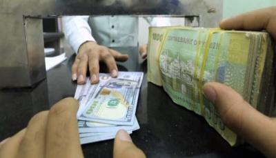 الريال اليمني يعاود التهاوي ومخاوف من ارتفاع أسعار السلع