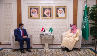 وزير الخارجية يبحث مع نظيره السعودي مستجدات الأوضاع في اليمن