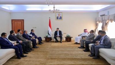 رئيس الوزراء يبحث مع قيادات في الانتقالي استكمال تنفيذ اتفاق الرياض
