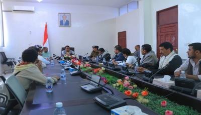 مأرب تقر تأهيل تجار في المحافظة لكسر احتكار الحوثيين للمواد الغذائية
