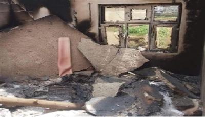 إب.. مليشيا الحوثي تنهب وتحرق منزل مواطن في جبلة