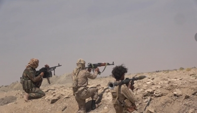"""الجوف.. الجيش يعلن تقدمه إلى قرب بوابة معسكر """"اللبنات"""" الاستراتيجي"""