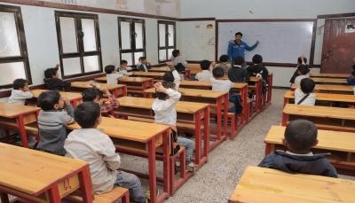 اليونيسف توزع 3400 كرسي على 44 مدرسة في الضالع