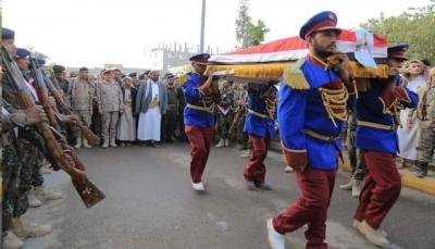 مأرب.. تشييع رسمي وشعبي لقائد القوات الخاصة ورفاقه (صور)