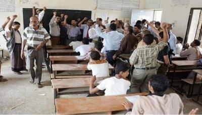 بعد خسائرها في مأرب.. مليشيا الحوثي تستهدف مدارس صنعاء لتجنيد المعلمين والطلاب إجبارياً