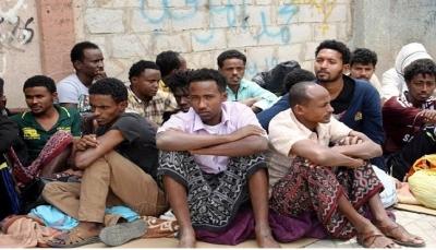 الحوثيون يعتقلون 400 لاجئ أفريقي ويطردونهم إلى مناطق الحكومة الشرعية