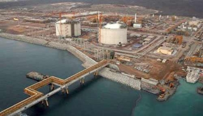 """وزير النفط يبحث مع """"توتال"""" استئناف تشغيل مشروع """"بلحاف"""" لتصدير الغاز"""