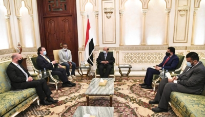 هادي: ميليشيات الحوثي تنهب المساعدات وتجيرها لصالح مجهودها الحربي