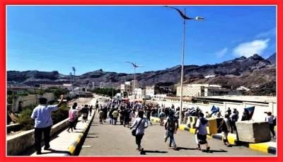 """""""تخادم الحوثي والانتقالي"""".. ما وراء اقتحام """"قصر المعاشيق"""" والتهديد بطرد الحكومة من عدن؟"""