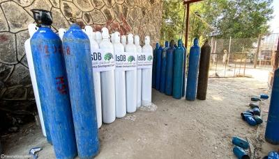 الصحة العالمية توزع 700 أسطوانة أكسجين على المرافق الصحيةفي اليمن
