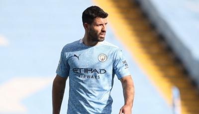 """""""لا يمررون الكرة لي"""".. أغويرو يثير أزمة في مانشستر سيتي"""