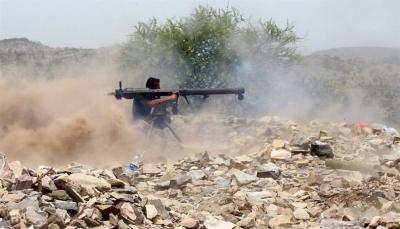 تدمير طقم حوثي ومصرع وإصابة عدد من المسلحين في معارك شرقي تعز