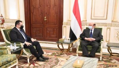رئيس الوزراء يصل الرياض للقاء الرئيس هادي ومسؤولين سعوديين
