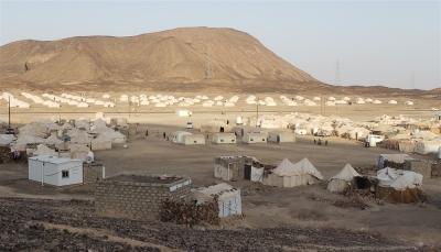 إصابة خمس نساء في هجوم لمليشيات الحوثي على مخيمات للنازحين بمأرب