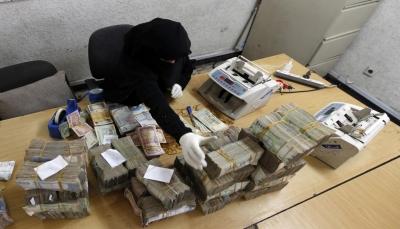 أزمة السيولة النقدية تخنق اليمن وخبراء يحذرون: البنوك نحو الانهيار