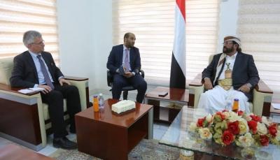 محافظ مأرب يُطلع المبعوث السويدي على وضع النازحين في ظل هجمات الحوثيين