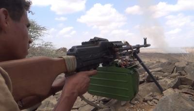 مصرع وإصابة عشرات الحوثيين في مواجهات مع الجيش غربي مأرب