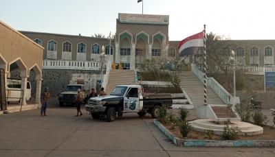 شرطة تعز تعلن ضبط عصابة مسلحة تمارس السطو والتقطع