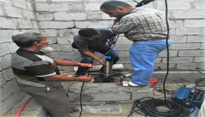 الصليب الأحمر تعيد تأهيل 28 بئر مسجد في عدن