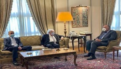 غريفيث يصل مصر ويبحث مع وزير خارجيتها دعم جهود السلام في اليمن