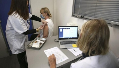 """الاتحاد الأوروبي يتهم الصين وروسيا بممارسة """"التضليل"""" حول اللقاحات"""