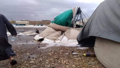 مع بدء موسم الأمطار.. تحذيرات من سيول تهدد مخيمات النازحين في مأرب