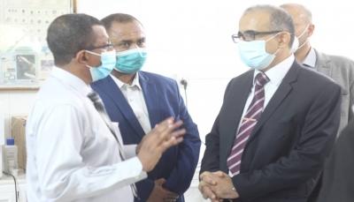 وزير الصحة يتفقد عدد من المرافق والمنشآت الطبية في مدينة المكلا