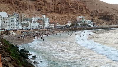 رئيس الحكومة يوجه بتنفيذ ميناء جاف وألسنة بحرية في المكلا لتسريع الشحن