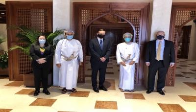 سيناتور أمريكي: عقدنا اجتماعاً مثمراً مع وزير الخارجية العماني بشأن اليمن