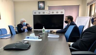 """غريفيث يبحث مع سيناتور أمريكي الوضع بمأرب وليندركينج يهدد الحوثيين بـ""""عقوبات"""""""