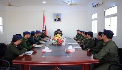 وزير الداخلية يوجه بصرف مكافئة مالية لمنتسبي أمن المديريات بحضرموت