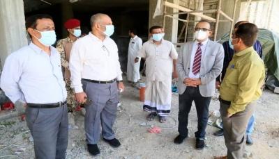 وزير الصحة يطلع على مستوى الإنجاز في عدد من المشاريع الطبية بحضرموت