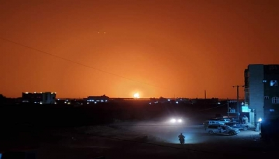مأرب.. الدفاع المدني يخمد الحريق الذي نشب في حوش لمقطورات الغاز