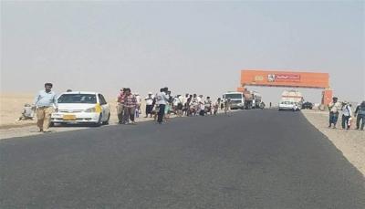 ميليشيات الانتقالي تحتجز المئات من المسافرين في المدخل الشمالي لعدن