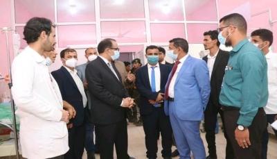 """وزير الصحة ومحافظ شبوة يطلعان على سير الخدمات الصحية بـ""""عتق"""""""