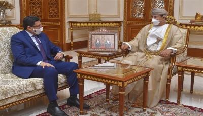 وزير الخارجية يبحث مع وزير المكتب السلطاني العماني جهود وتحديات السلام في اليمن