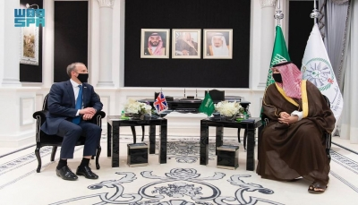 خالد بن سلمان يبحث مع وزير خارجية بريطانيا جهود السلام في اليمن