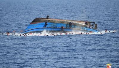 مصير العشرات مجهول.. انتشال 25 جثة تعود لمهاجرين بعد غرق قارب قبالة اليمن
