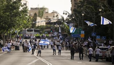 """رغم تحذيرات الفصائل.. حكومة الاحتلال تصادق على """"مسيرة الأعلام"""" وتعزز القبة الحديدية"""