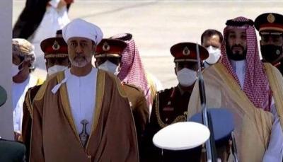 سلطان عُمان يصل السعودية في أول زيارة خارجية له منذ توليه الحكم