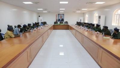 وزير الداخلية يثمن جهود الأجهزة الأمنية بمحافظة شبوة