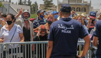 """""""النهضة"""" توجه أنصارها بوقف التظاهر أمام البرلمان التونسي"""