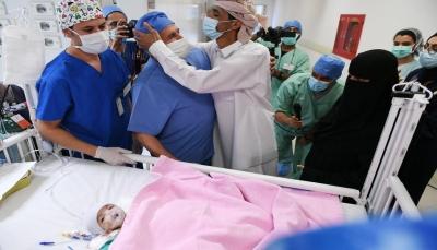 استغرقت قرابة 8 ساعات.. السعودية تعلن نجاح عملية فصل توأم طفيلي يمني