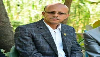 """تعرض رئيس جامعة إب الدكتور """"المنصوب"""" للاعتداء الجسدي وسط المدينة"""