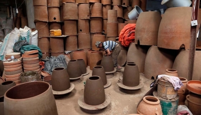 صناعة الفخار.. حرفة تراثية تقاوم الاندثار باليمن
