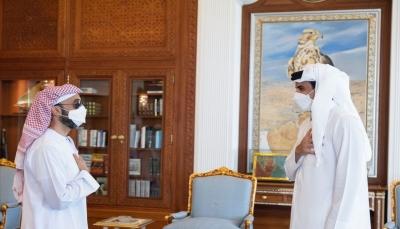 مسؤول إماراتي كبير يلتقي بأمير قطر في زيارة نادرة للدوحة