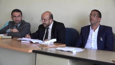 تعز.. رئيس محكمة الحجرية يحيل عدد من الأمناء الشرعيين للتحقيق ويوقف آخرين