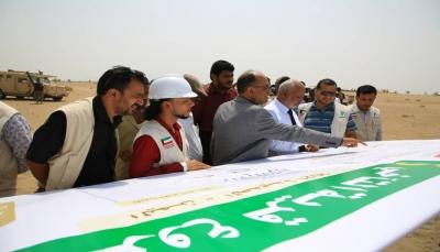بتمويل كويتي.. وضع حجر الأساس لإنشاء قرية سكنية للنازحين في الحديدة